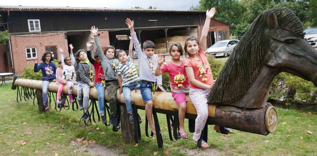 aktion kindertraum bauernhoffart fluechtlingsfamilien3Web 1024x503 - Vier Tage Bauernhof