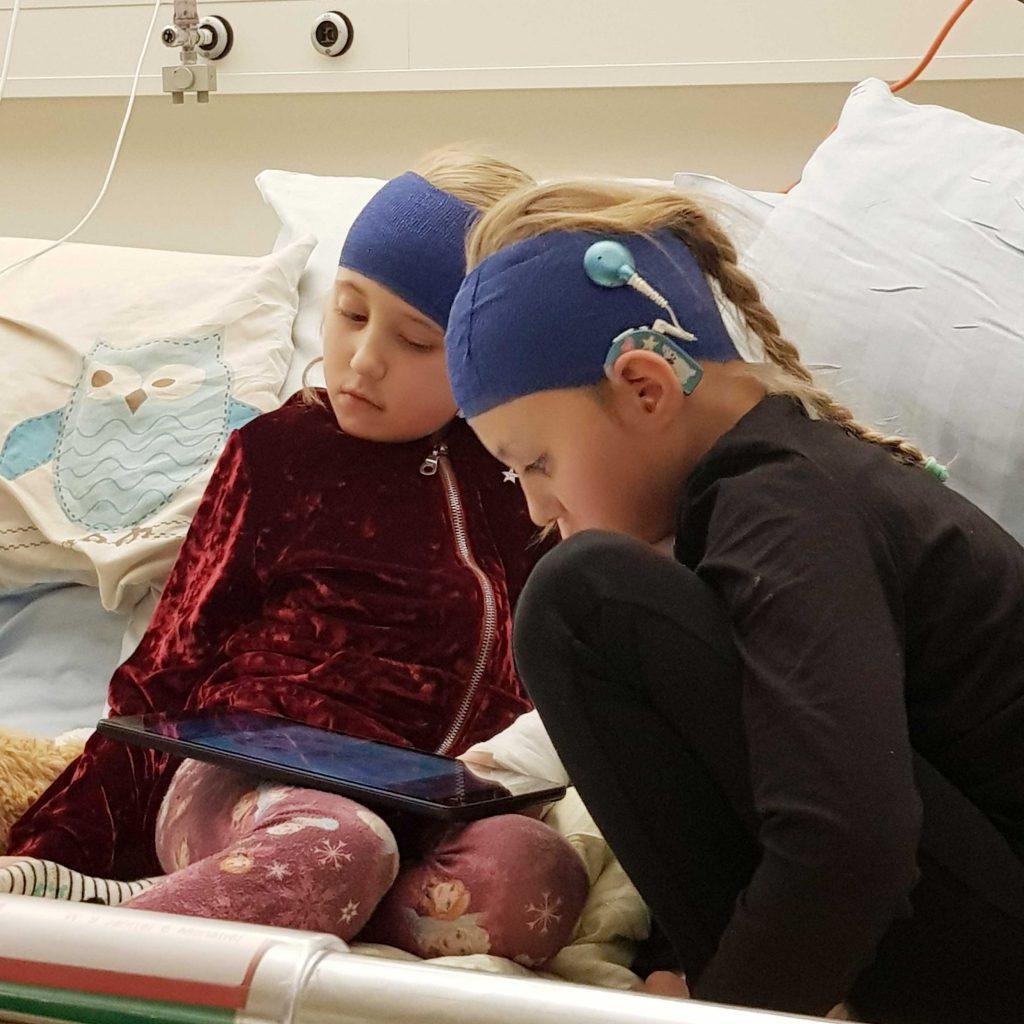 Aktion Kindertraum Blog Familie Heins2KKH 1024x1024 1 - Maskenpflicht schwierig für Hörgeschädigte