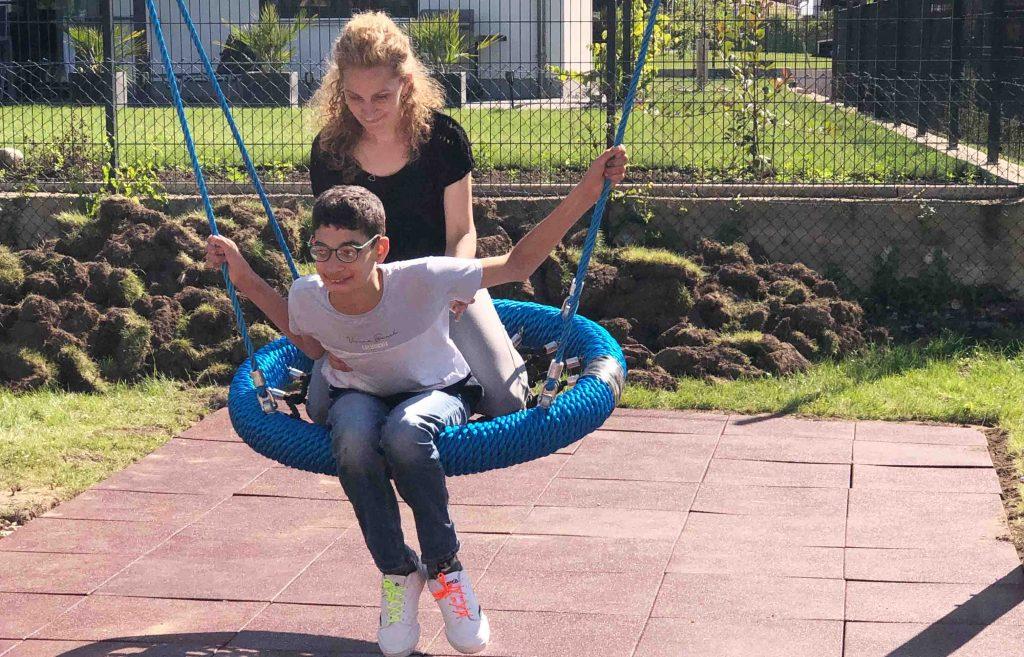 Aktion Kindertraum Blog Yusuf 1024x657 - Klettergerüst mit Schaukeln und Rutsche für Yusuf und Umut