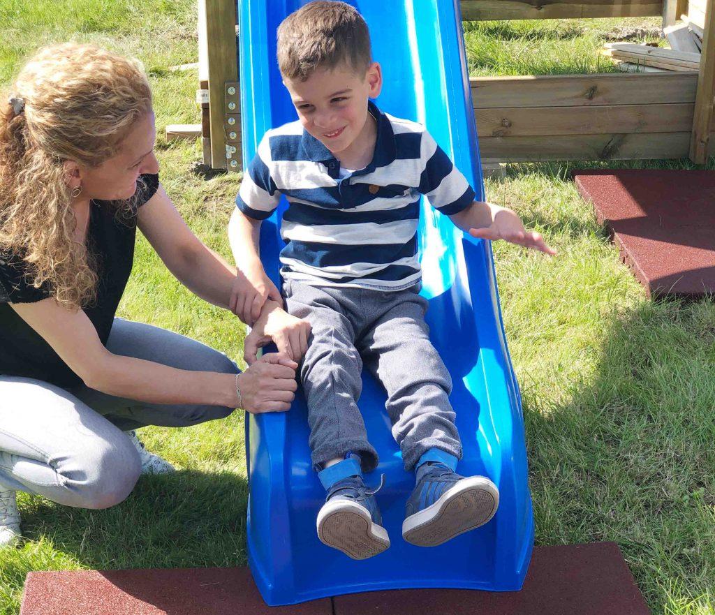 Aktion Kindertraum blog Rutsche UmutWeb 1024x881 - Klettergerüst mit Schaukeln und Rutsche für Yusuf und Umut