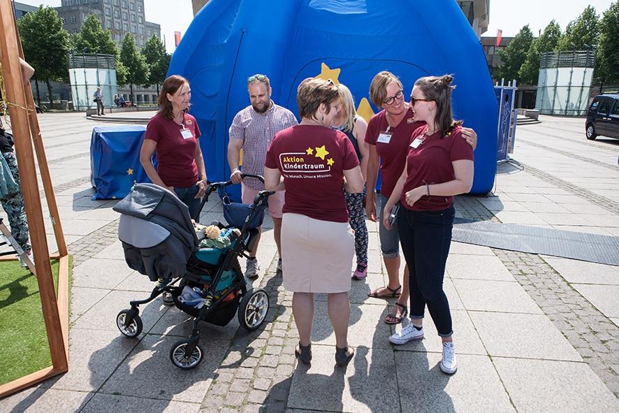 NILO180512 AKT LEIPZIG 0009 - Aktion Kindertraum – wie eine große Familie