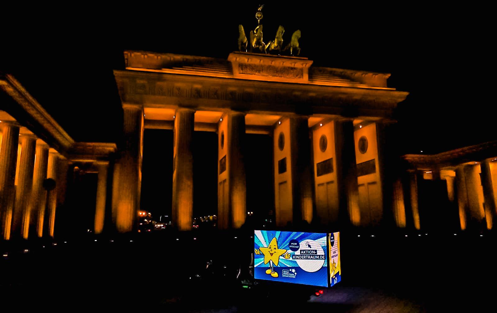 Aktion Kindertraum Blog Brandenburger Tor Amber - Tolle Aktion für Aktion Kindertraum: Neun Vermarkter werben gratis für uns!