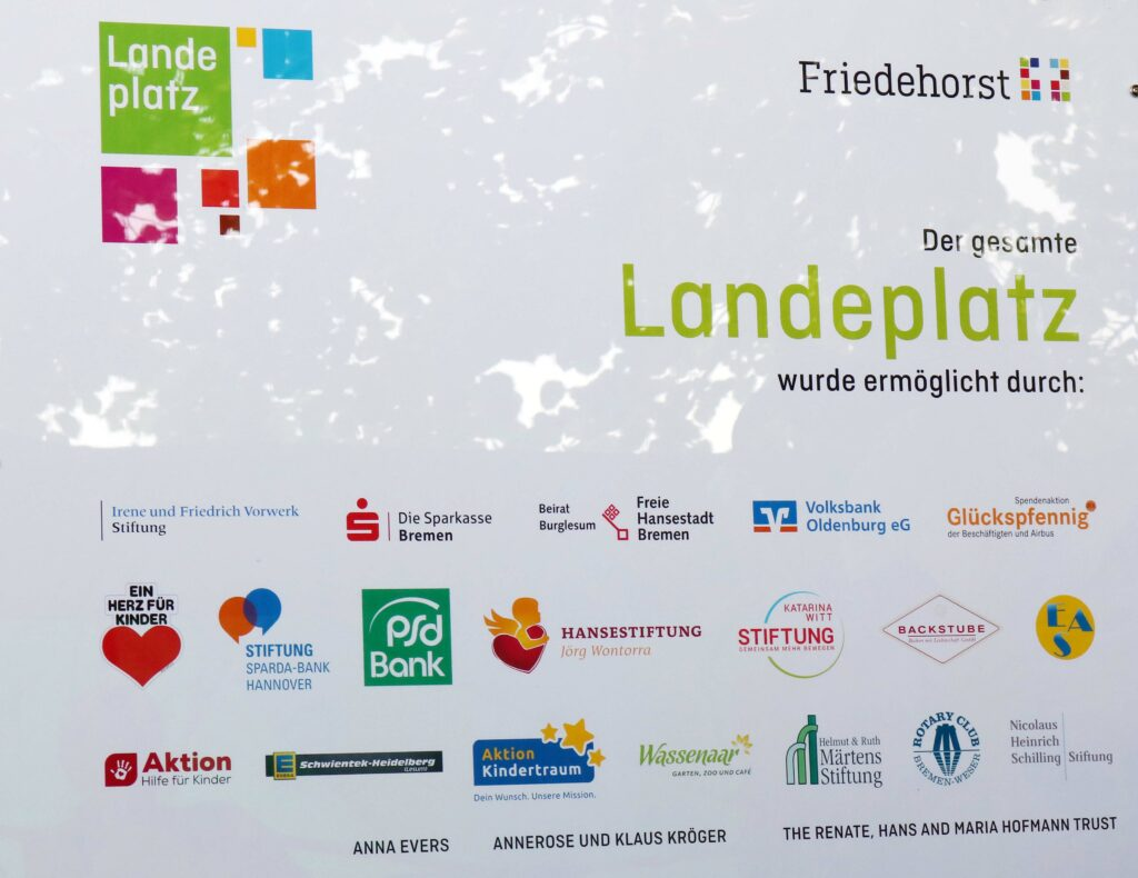 Aktion Kindertraum Blog Wipfelburg Schild 1024x790 - Wipfelburg mit Himmelsschaukel von Aktion Kindertraum ...